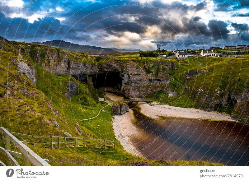 Smoo Cave an der Atlantikküste bei Durness in Schottland Aussicht bonnie prince charly Brücke Schlucht durness Eingang Fluss Geologie Vergangenheit