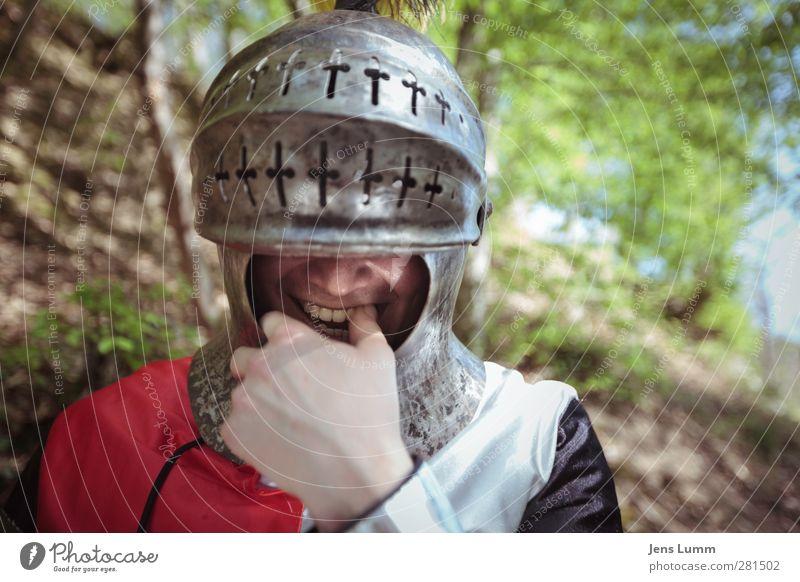 King of Swamp Castle Mensch Mann Jugendliche Freude Erwachsene 18-30 Jahre Zufriedenheit maskulin Fröhlichkeit Lebensfreude Vergangenheit Erinnerung Kostüm Helm Ritter erinnern