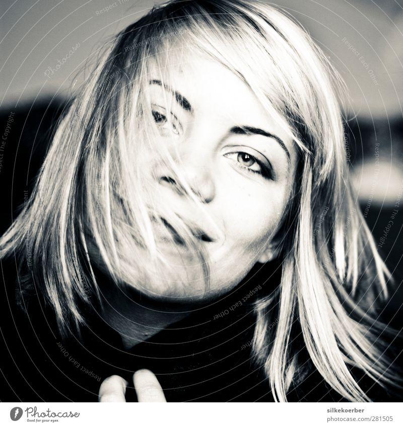 the wind in my hair feminin Junge Frau Jugendliche Erwachsene Haare & Frisuren Gesicht 1 Mensch 18-30 Jahre blond langhaarig Lächeln Freundlichkeit Fröhlichkeit