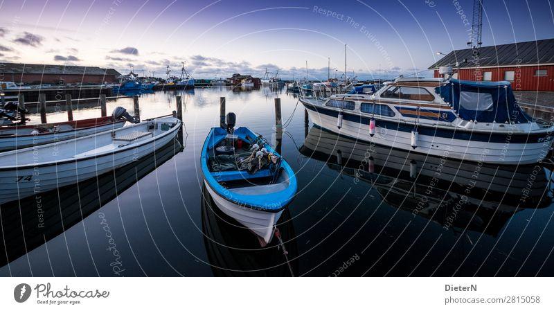 Morgengrauen Fischerboot Sportboot Jacht Jachthafen blau schwarz weiß Hafen Farbfoto Gedeckte Farben Außenaufnahme Menschenleer Textfreiraum oben