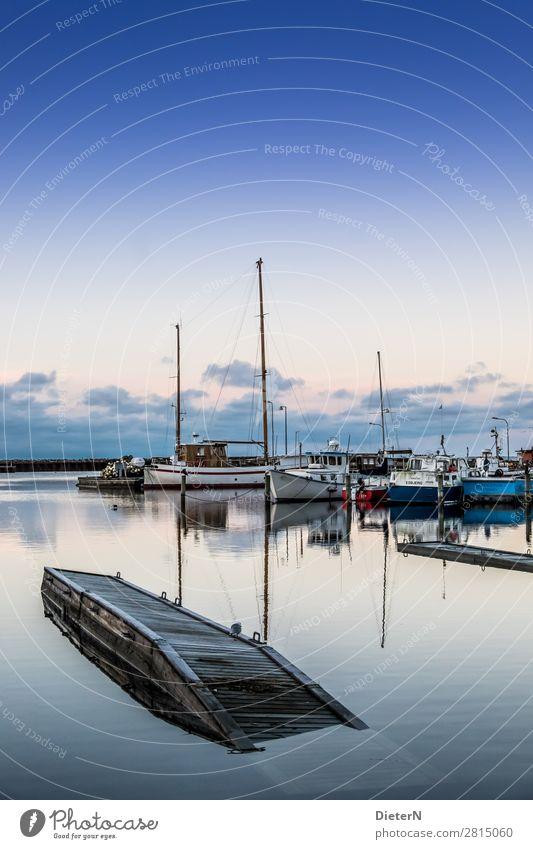 Schieflage Schifffahrt Sportboot Jacht Motorboot Segelboot Segelschiff Hafen Jachthafen blau braun weiß Mast Steg Ostsee Farbfoto Gedeckte Farben Außenaufnahme