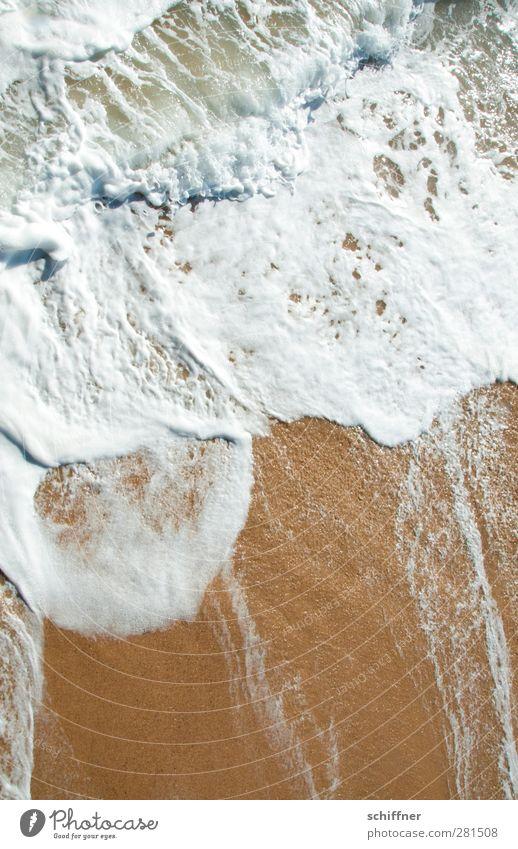 Schaumbad Natur Strand Meer nass Brandung Gischt Wellen Wellenschlag Sand Küste Swakopmund Namibia Außenaufnahme Menschenleer