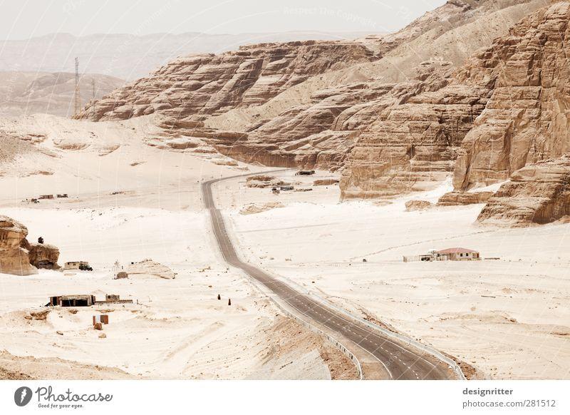 Zu heiß, um wahr zu sein Ferien & Urlaub & Reisen schön Einsamkeit Ferne Straße Berge u. Gebirge Wärme Sand hell Felsen Klima Verkehr Tourismus ästhetisch