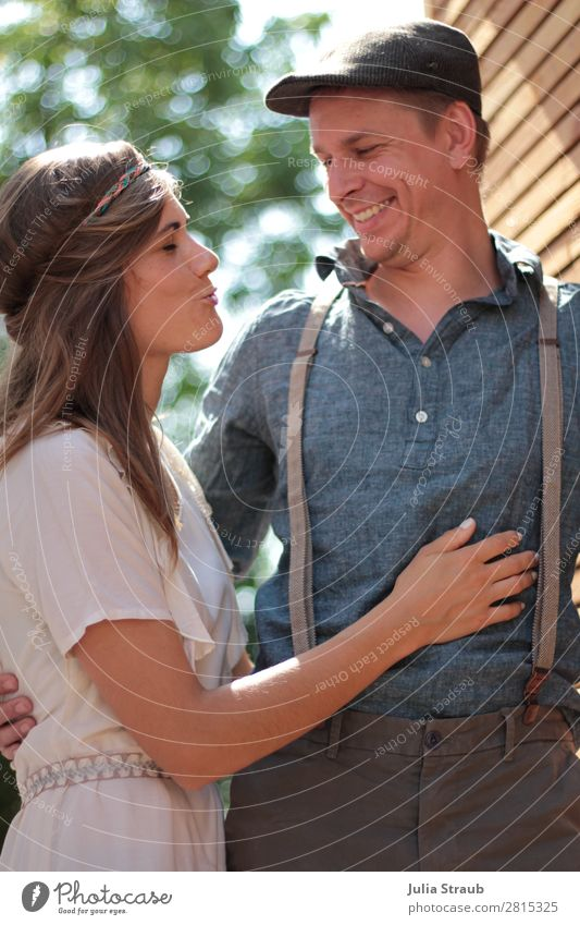 Hochzeit Vintage lustig Sommer Frau Mensch Jugendliche Mann blau grün Freude 18-30 Jahre Erwachsene feminin lachen Zusammensein maskulin Fröhlichkeit