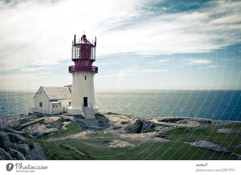 Lindesnes fyr Wolken Sommer Küste Meer Haus Leuchtturm blau grün rot weiß Horizont Ferne Norwegen Farbfoto Außenaufnahme Menschenleer Textfreiraum rechts