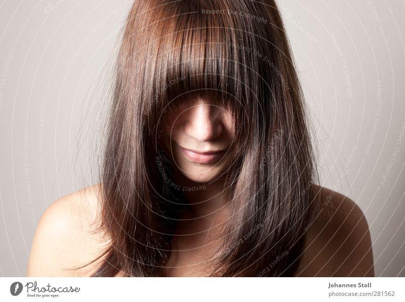 Ponyhelm (brünett) Stil schön Körperpflege Haare & Frisuren Haut Creme Zufriedenheit Sinnesorgane Erholung Meditation Spa feminin Junge Frau Jugendliche Nase