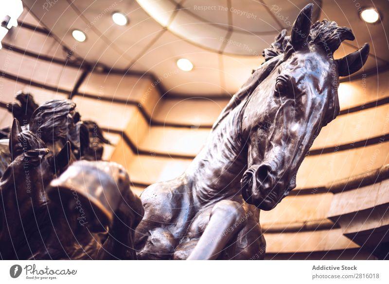 LONDON, GROßBRITANNIEN - 15. OKTOBER 2016: Pferdestatue im Piccadilly Zirkus Statue piccadilly London England Tourismus Ferien & Urlaub & Reisen Briten