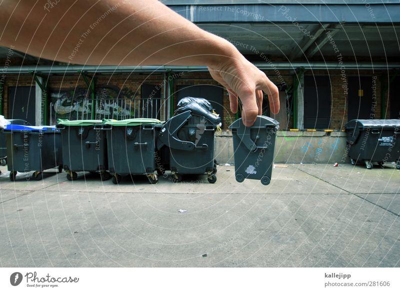 dein foto wurde leider nicht bestätigt Häusliches Leben Mensch maskulin Mann Erwachsene Arme Hand Finger 1 berühren hängen Müll Müllbehälter Müllmann Haushalt