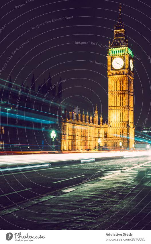 Hell erleuchteter Elisabethturm Big Ben Langzeitbelichtung Nacht London Berge u. Gebirge groß Belichtung Parlament Uhr England Großbritannien Turm Wahrzeichen