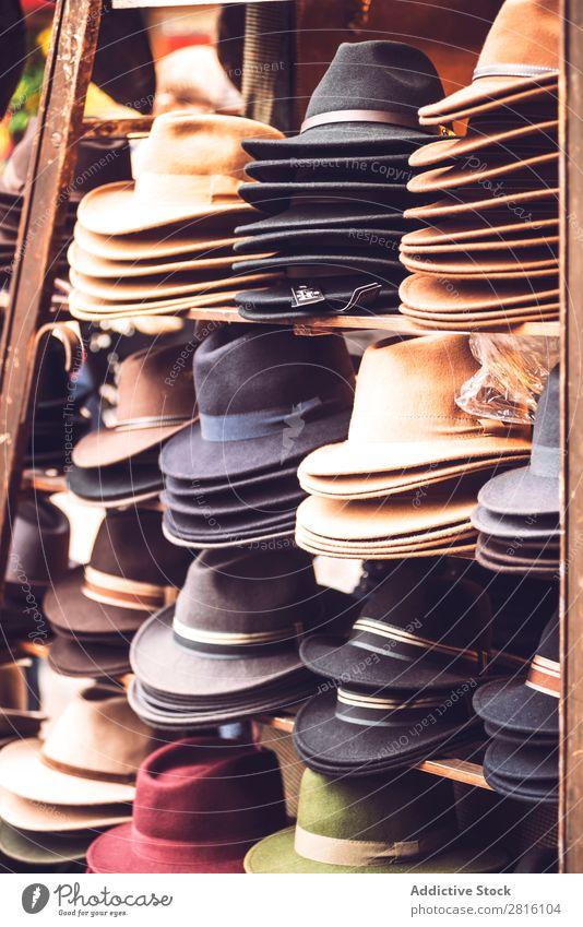 Fedora Verkaufsstand Markt Verkaufswagen fedoras Accessoire Stil Sommer Lager Mode Filzhut Hut kaufen elegant Stapel Anhäufung Sammlung Einzelhandel Sale