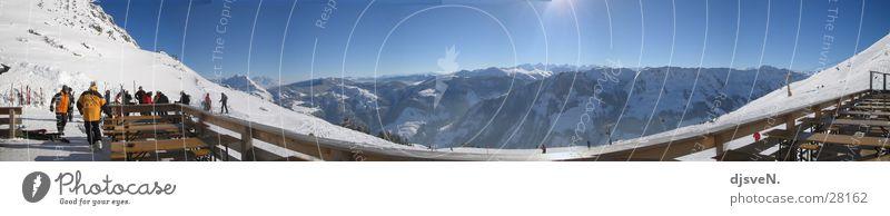 panorama alpen Panorama (Aussicht) Winter kalt Berge u. Gebirge Alpen Schnee Sonne Himmel groß Panorama (Bildformat) Skigebiet Terrasse Sonnendeck Skifahrer