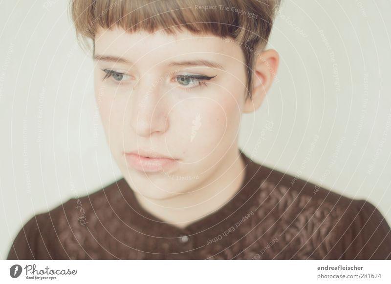 madame. Mensch Frau Jugendliche ruhig Erwachsene feminin Junge Frau Stil 18-30 Jahre braun Zufriedenheit ästhetisch T-Shirt brünett sanft Spitze