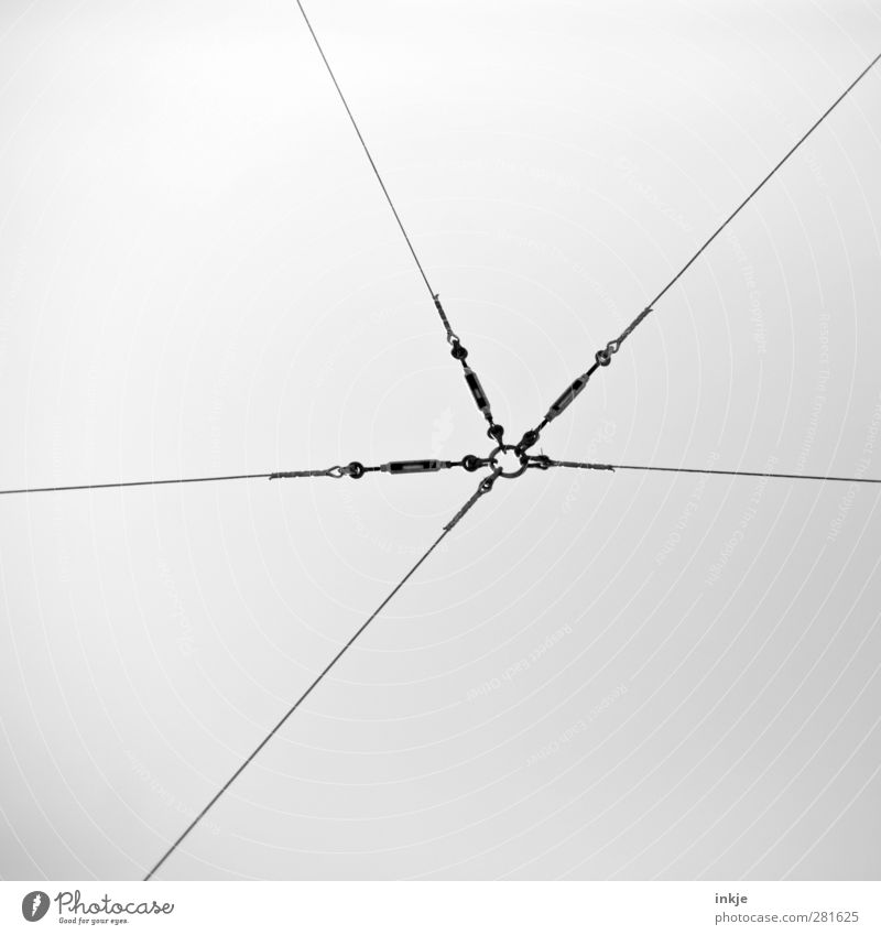 wenn einer fehlt... Energiewirtschaft Kabel Energiekrise Menschenleer Verkehr Öffentlicher Personennahverkehr Linie Netz Netzwerk dünn lang Gefühle Zusammensein