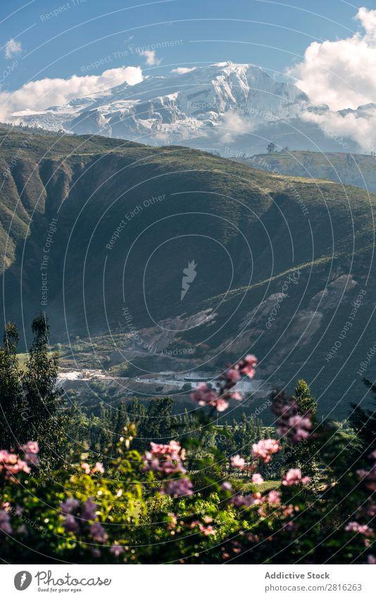 Schöne verschneite Berge in Huaraz, Peru, Südamerika. Kordilleren Bergsteiger Schnee blanca huaraz Außenaufnahme wandern Abenteuer Ausflugsziel weiß