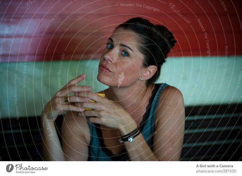 It could be Mensch Jugendliche Hand schön Erwachsene Leben feminin Junge Frau außergewöhnlich Getränk Coolness Kaffee einzigartig trinken festhalten Tasse