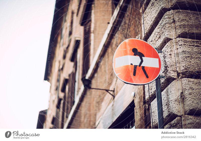 Ikone eines kleinen Mannes mit dem verbotenen Zeichen Plakette belasten Business Geschäftsmann Comic Kette Großstadt Design Hand schwer Halt Mensch Humor Witz