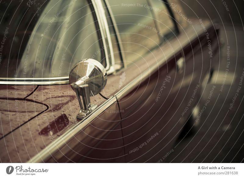 let's speed off into the sun Verkehr Verkehrsmittel Autofahren Straße PKW alt Oldtimer Poliert Gedeckte Farben Außenaufnahme Detailaufnahme Menschenleer