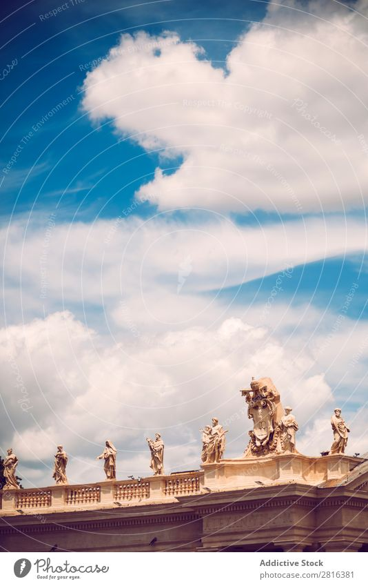 Berühmte Kolonnade der Peterskirche im Vatikan, Rom, Italien Heilige Pietro peter Päpste Platz Kathedrale historisch Katholizismus Kapelle Christentum Säule