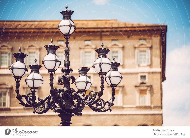 Straßenlaterne am Petersplatz, Vatikan, Rom, Italien Architektur Kunst Basilika Läufer blau Kardinal Kathedrale Katholizismus Christus Christentum Kirche