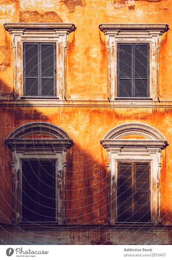 Typisch italienisches Gebäude, Rom, Italien: Textur-Hintergrund Hotel Stadtzentrum Italienisch viele Lazio Lampe Reihe rot Blume Europäer gelb Linie Wahrzeichen
