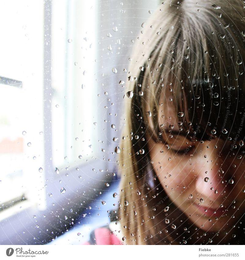 Tristesse feminin Frau Erwachsene Jugendliche Kopf 1 Mensch brünett träumen Traurigkeit weinen trist Gefühle Sorge Trauer Tod Liebeskummer Schmerz Sehnsucht