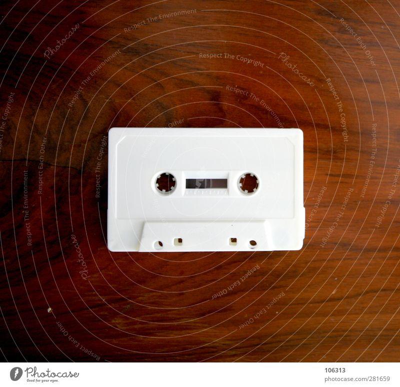 FN241668 Tisch Musik Jugendkultur Medien Sammlerstück alt hören dreckig Erotik einzigartig retro weiß Musikkassette mc analog passieren unbespielt Ton