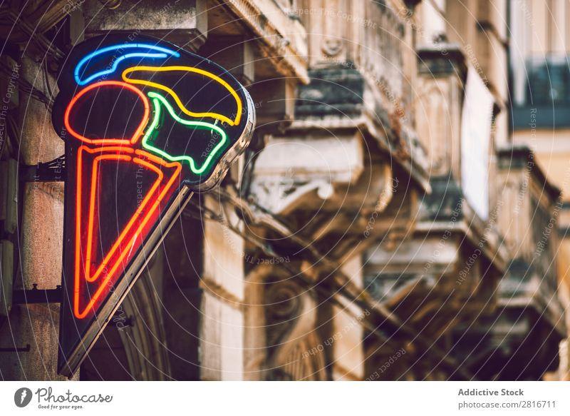 Nahaufnahme eines Neon-Eiscreme-Schildes neonfarbig Zeichen glühen Lager Licht retro Inserat Café erleuchten Business Anzeige hell Nacht Elektrizität Restaurant