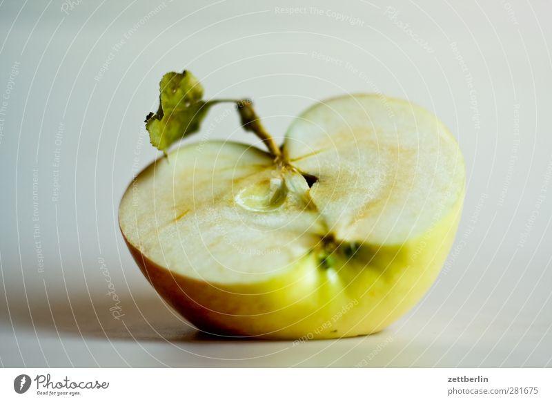 Apfel Lebensmittel Frucht Ernährung Picknick Bioprodukte Vegetarische Ernährung Diät Slowfood Fingerfood frisch lecker bio Ernte essen Gehäuse gesund Hälfte