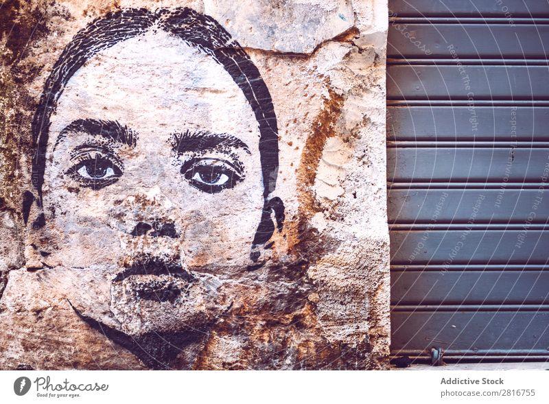 PALERMO, ITALIEN - 17. JULI 2016: Schönes Straßengraffiti in den Straßen des alten Palermo am 17. Juli 2016 in Palermo, Sizilien, Italien. antik Architektur