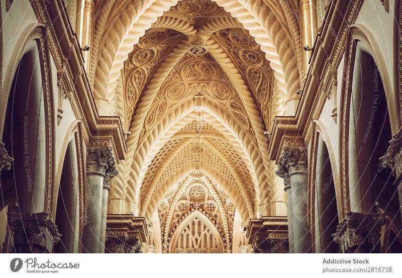 ERICE, ITALIEN - 12. SEPTEMBER 2016: Innenansicht der Erice-Kathedrale, Sizilien, Italien. Eine der Hauptattraktionen von Erice. antik Architektur Gebäude