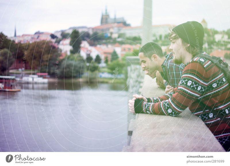 ausflug nach prag Mensch Jugendliche Ferien & Urlaub & Reisen Erwachsene kalt Junger Mann Freundschaft 18-30 Jahre Reisefotografie maskulin Ausflug Brücke retro