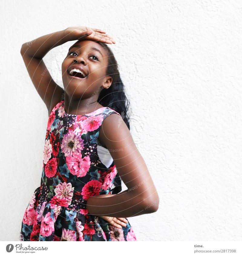 Gloria Mensch Freude Mädchen Leben Wand feminin Gefühle lachen Mauer Stimmung Zufriedenheit Fröhlichkeit Kreativität Lebensfreude Neugier entdecken