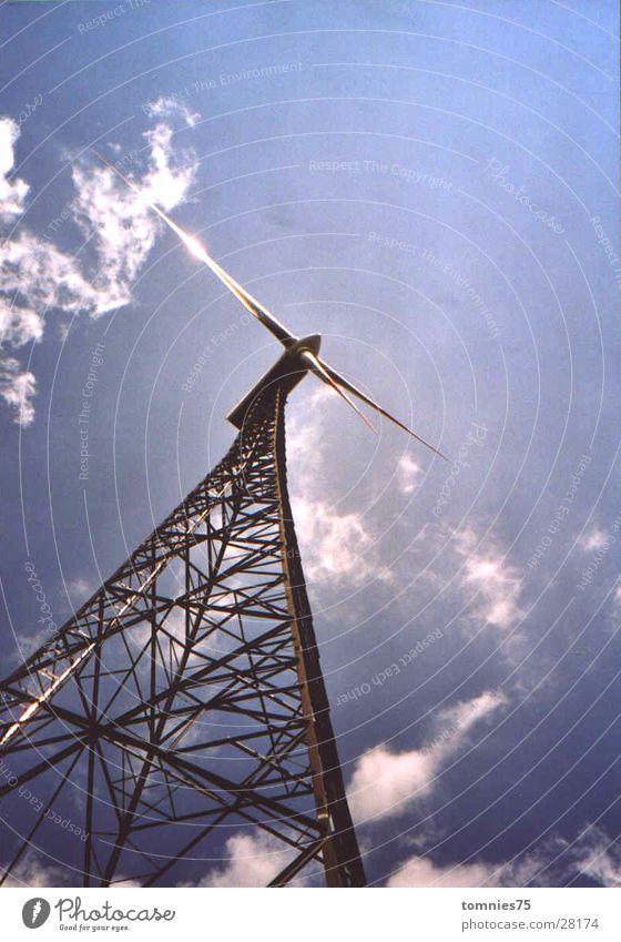 """Windkraftwerk """"Ewiger Fuhrmann"""" Windkraftanlage Elektrisches Gerät Technik & Technologie Lichtrefelex Gitterturm"""