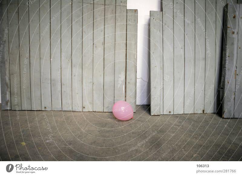 FN241838 / ENDE: DER PARTY Einsamkeit Freude Traurigkeit Liebe Gefühle Feste & Feiern Party rosa Lifestyle Geburtstag leer Luftballon Sehnsucht Ende Veranstaltung Club