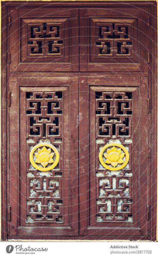 Vietnamesischer Fenster- und Wandtextur-Hintergrund Unterkunft Architektur Asien asiatisch braun Gebäude Häusliches Leben Osten Anwesen Außenseite Blume Garten
