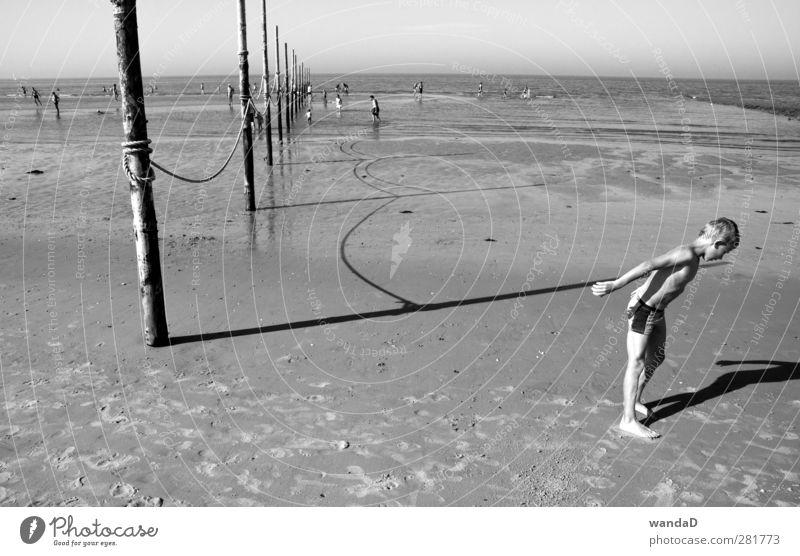 ________ Mensch Junge Körper 1 Menschenmenge 8-13 Jahre Kind Kindheit Natur Erde Sand Wasser Horizont Sonnenlicht Sommer Schönes Wetter Strand Nordsee