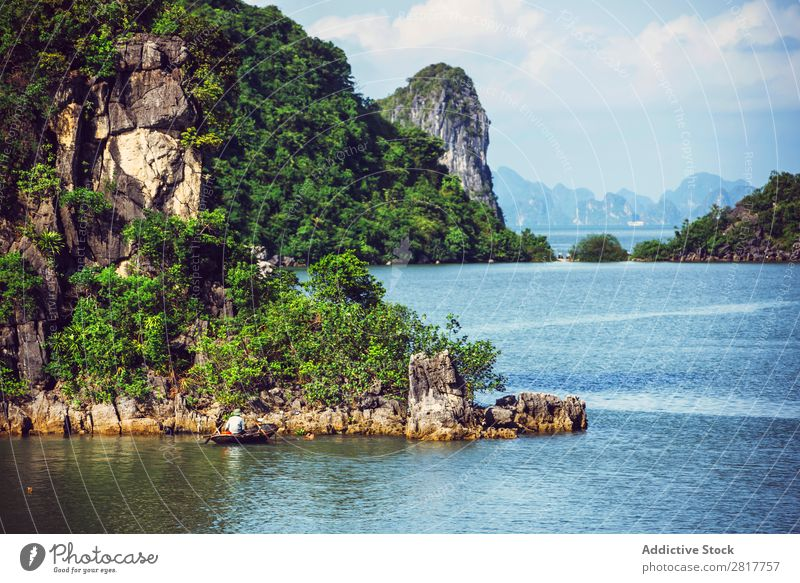 Malerische Meereslandschaft. Ha Long Bay, Vietnam Halong Bay Bucht Asien Insel Wahrzeichen Felsen blau asiatisch Kreuzfahrt grün Baum Süden Vietnamesen