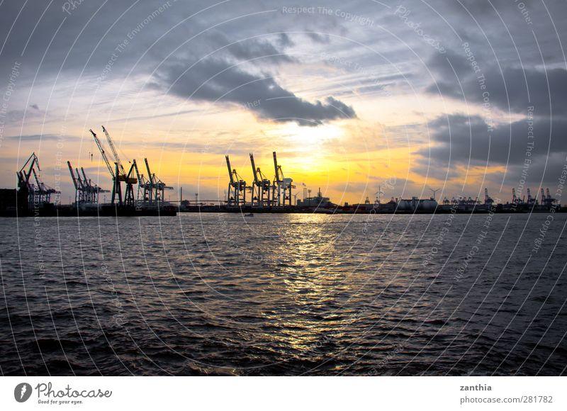 Harbour Industrie Himmel Wolken Sonnenaufgang Sonnenuntergang Hafenstadt Menschenleer Industrieanlage Ende Endzeitstimmung Fortschritt Horizont modern