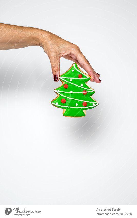 Hand mit Tannenkeksen Weihnachten & Advent Dekoration & Verzierung klein grün Tradition Plätzchen süß Zuckerguß Backwaren Kugel Mensch Feste & Feiern Winter