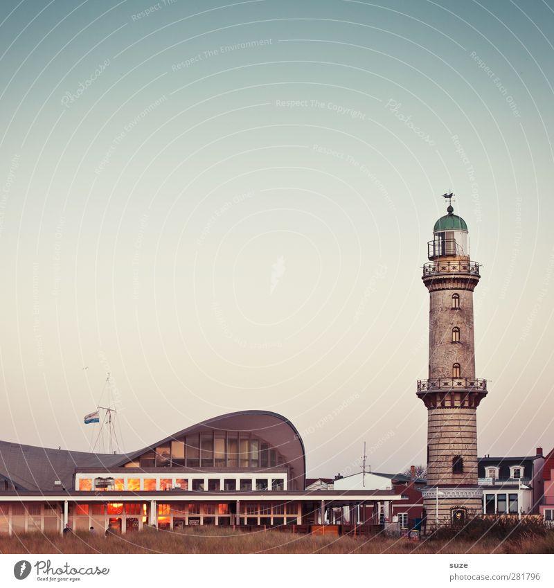 Teepott Ferien & Urlaub & Reisen Tourismus Sightseeing Himmel Wolkenloser Himmel Schönes Wetter Stadt Leuchtturm Gebäude Architektur Fassade Fenster authentisch