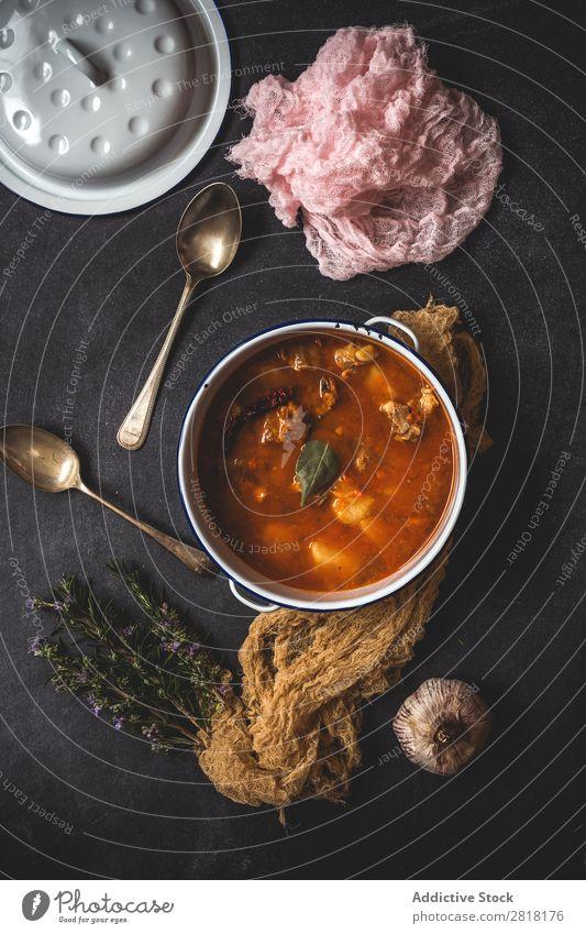 Schweinejagd mit Gemüse Eintopf Rindfleisch Chili Lebensmittel warum Gekochtes Gemüse Abendessen Essen frisch heizen gebastelt Vogelperspektive heiß Mittagessen