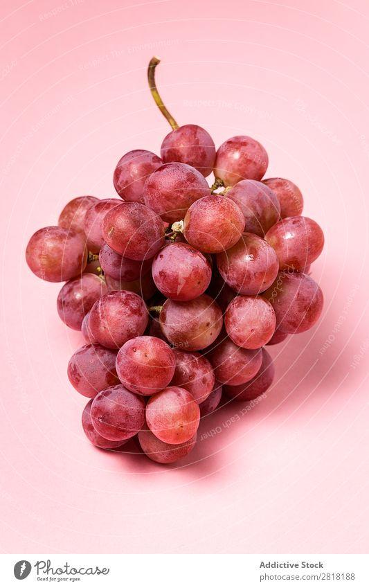 Traubenstrauß Weintrauben Haufen reif Frucht frisch Gesundheit Lebensmittel süß Beeren Natur Dessert Ernährung Ast saftig purpur Ernte rot natürlich lecker