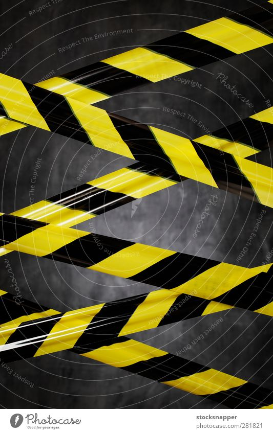 Geh nicht dorthin! vor Barrikade Barriere blockierend Begrenzung Vorsicht Spalier Trassierband Crisskreuz durchkreuzen durchkreuzt eingeschlossen betreten
