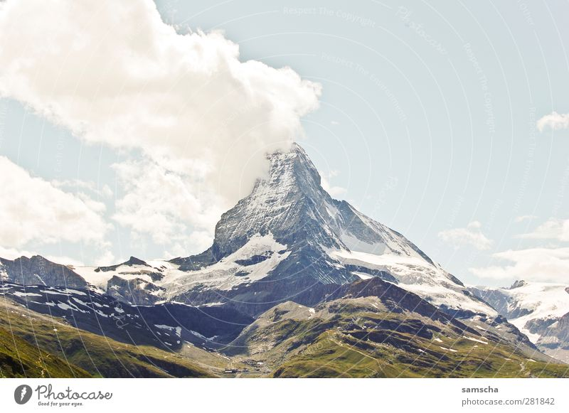 Matterhorn Natur Landschaft Urelemente Wolken Felsen Alpen Berge u. Gebirge Gipfel Schneebedeckte Gipfel Stein gigantisch hoch Abenteuer Kanton Wallis Zermatt