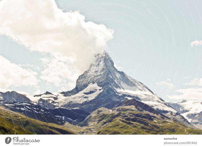 Matterhorn Natur Landschaft Wolken Berge u. Gebirge Stein Felsen Tourismus hoch Abenteuer Urelemente Gipfel Alpen Schneebedeckte Gipfel Klettern Wahrzeichen Schweiz