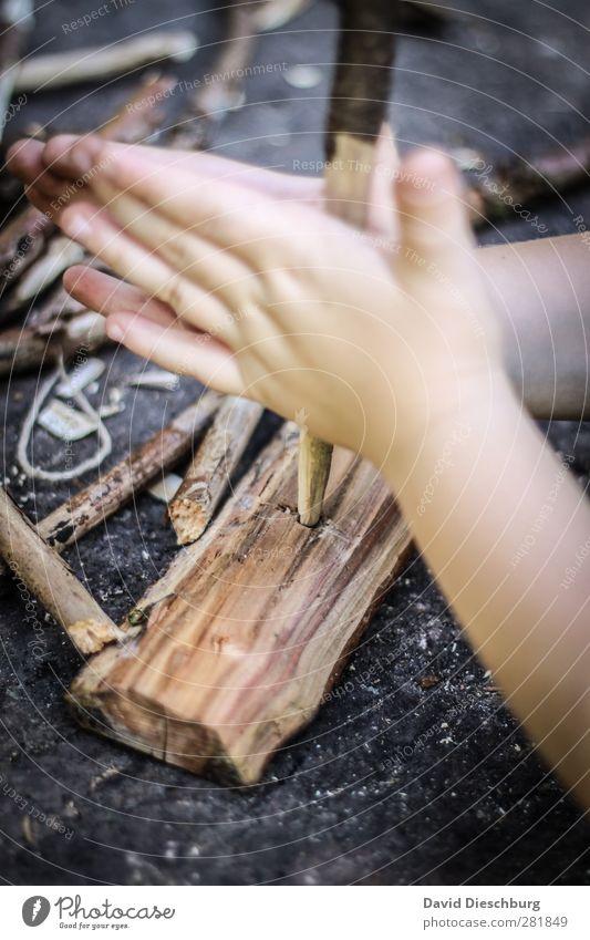Alte Schule... blau weiß Hand schwarz gelb Holz Stein braun wandern Abenteuer Feuer Ast Physik Rauch Camping drehen