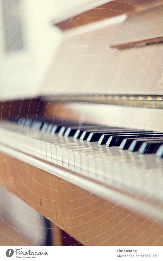 unplayed piano alt Erholung Spielen Gefühle Holz Musik träumen Stimmung Freizeit & Hobby Zufriedenheit elegant Kultur Klaviatur Klavier Ton musizieren