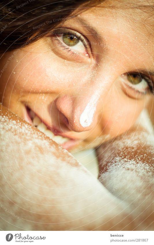 sonnenbad Frau Mensch Strand Ferien & Urlaub & Reisen Sand Sandstrand Porträt Nahaufnahme Erholung ruhig Erotik attraktiv Sonne Sonnenbad Haut Freude lachen