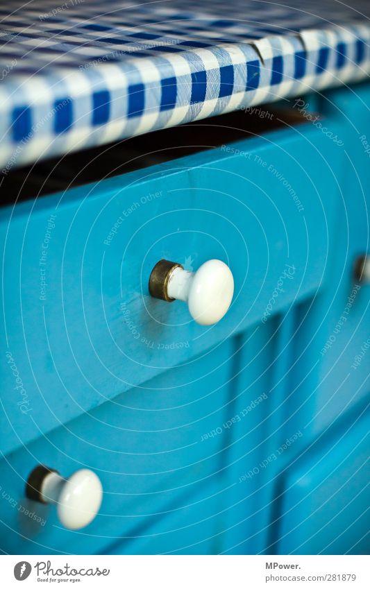holz hintergrund mit tischdecke ein lizenzfreies stock foto von photocase. Black Bedroom Furniture Sets. Home Design Ideas