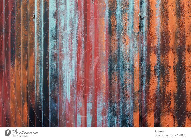 wellig Kunst Kunstwerk Wetter Fabrik Ruine Mauer Wand Fassade Garten Zaun Metall Stahl Rost trashig Stadt braun mehrfarbig gold grau orange rot schwarz silber